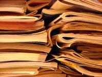 newspaper-pile-1524839